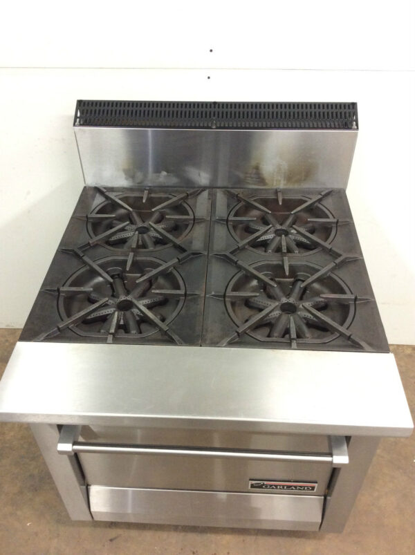 Range with Standard Oven